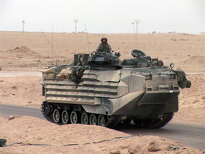 800pxusmarines_aav_iraq_apr_2004_11